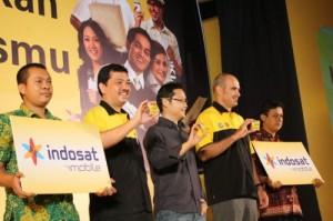 Para Endorser yang mewakili tokoh sukses, foto bersama pejabat Indosat