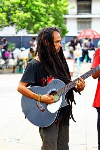 Musisi Jalanan (foto pinjem dr Kaskus, nanti akan diinsert foto sendiri klo udah dapat yang bagus:) )