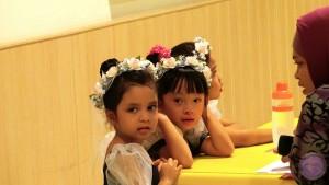 Candid saat anak-anak ini menunggu di ruangan