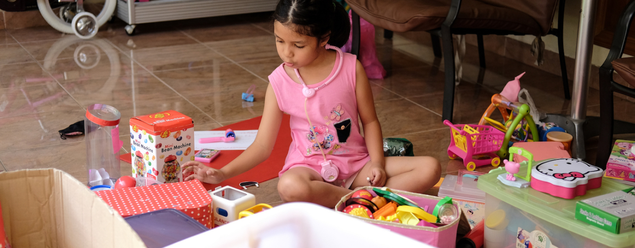 Cara Kami Merapikan Mainan Yang Berantakan