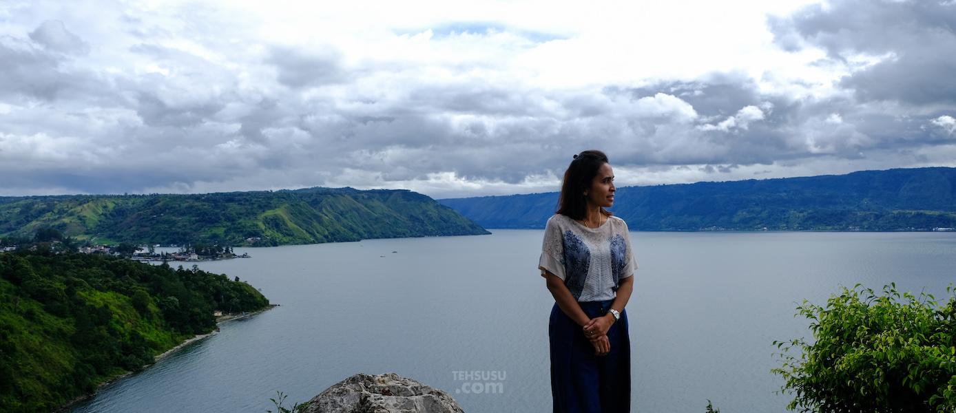 November Rain di Danau Toba