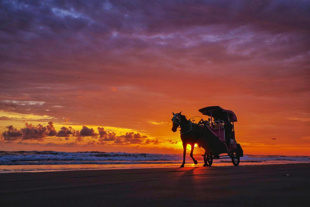 "Foto ""Pantai Parangtritis"" by @bebex_rock"