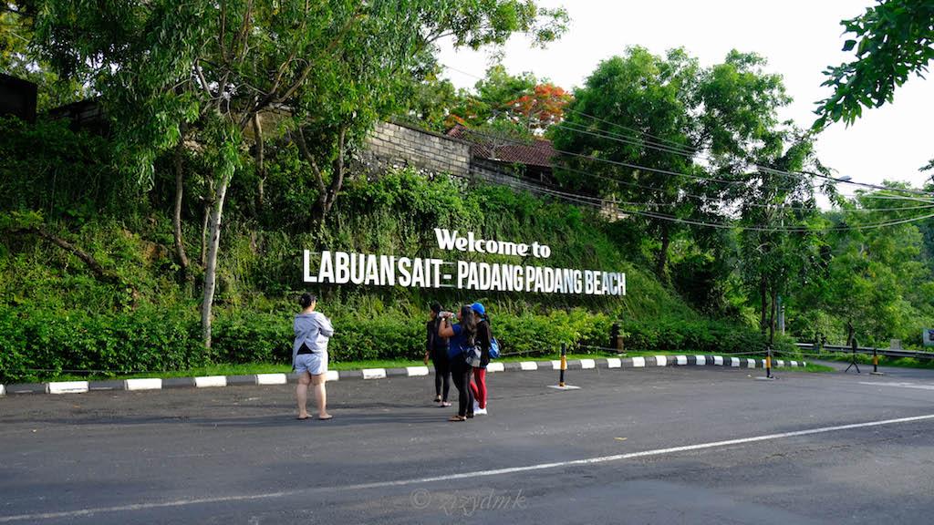 Pantai Labuan Sait atau Pantai Padang Padang