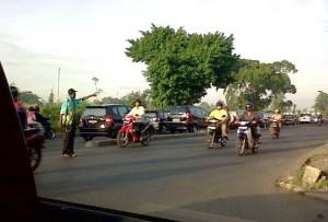 Ojeker merangkap Polisi Gopek