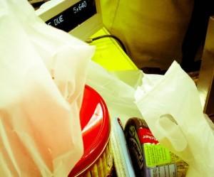 belanjaan saya: isinya kebanyakan makanan ^^