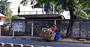 Halte & Tembok di Cipinang