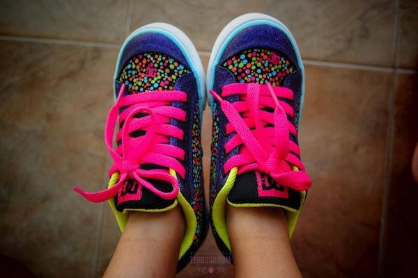 Kado sepatu baru dari mami.... :)