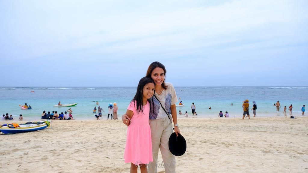 liburan ke pantai bersama anak