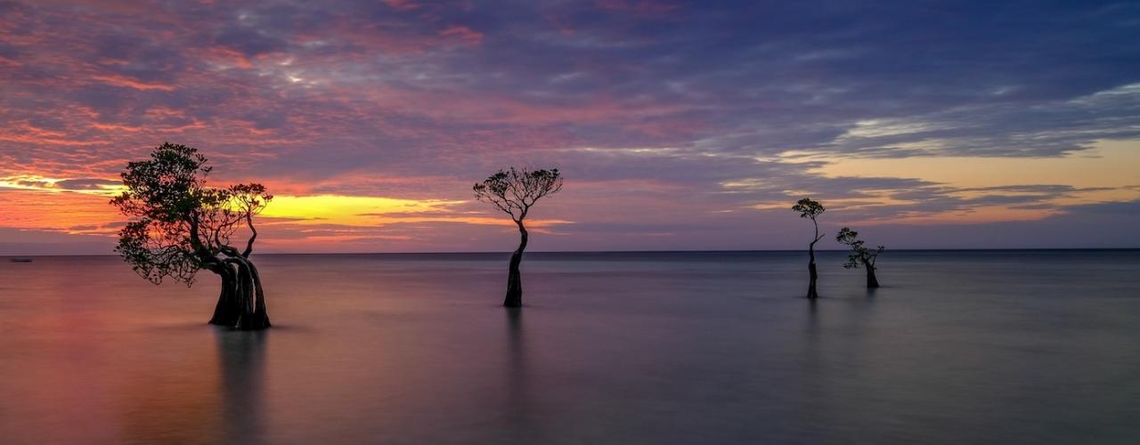 Senja di Pantai Walakiri, Sumba Timur