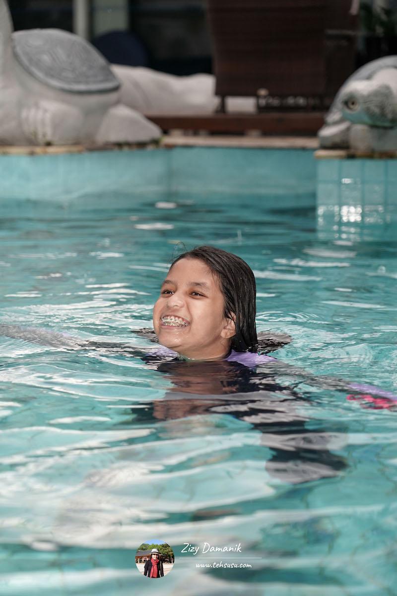 fasilitas pool di hotel
