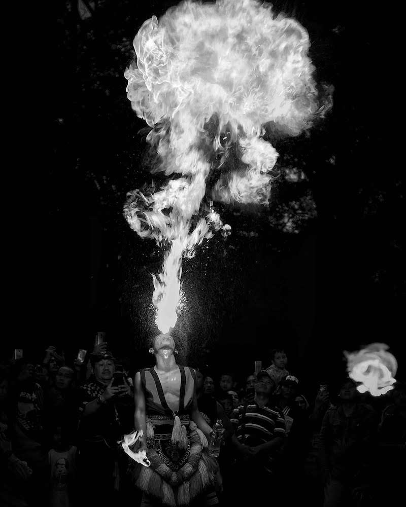 foto hitam putih yang dramatis
