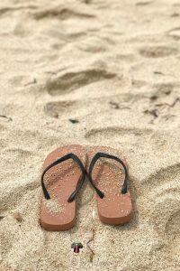 sandal pantai