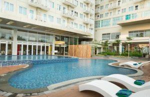 fasilitas kolam renang apartemen yang lengkap