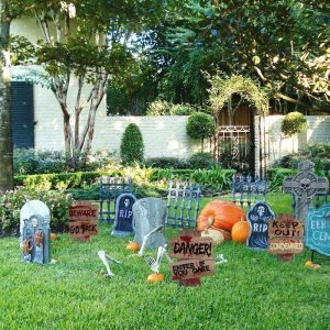 halloween creepy signs