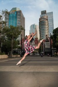 contoh foto street ballet photography
