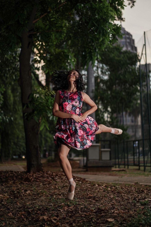 motret ballet di tengah jalan