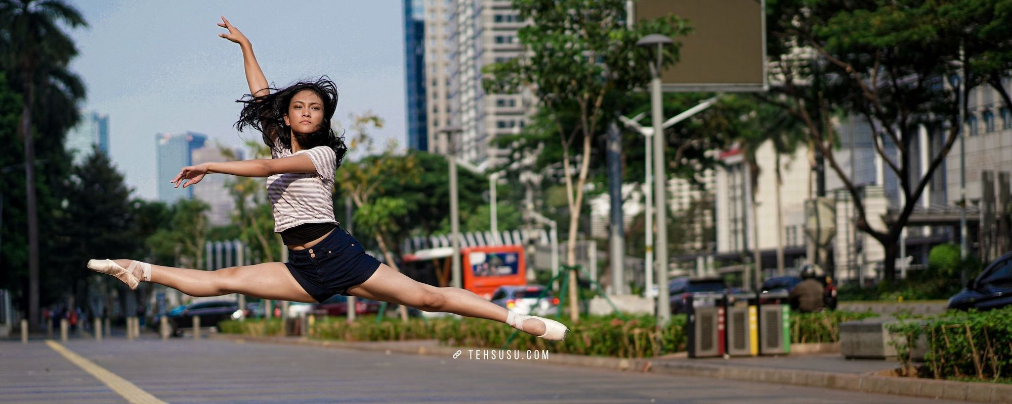 Jakarta Memang Hot, Tapi Masih Bisa Buat Motret Street Ballet Photography